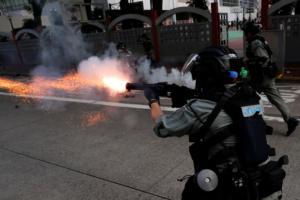 Νέες ταραχές στο Χονγκ Κονγκ – Τούβλα και δακρυγόνα σε αντικυβερνητική διαδήλωση [pics]