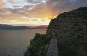 Ναύπλιο: Όταν η φύση ζωγραφίζει – Μαγικό ηλιοβασίλεμα στα χρώματα της εποχής – video