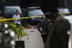 """Ινδονησία: Ισχυρή έκρηξη μπροστά στο αρχηγείο της αστυνομίας – """"Βλέπουν"""" επίθεση καμικάζι"""