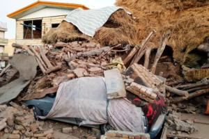 Σεισμός Ιράν: Εικόνες από το «χτύπημα» του Εγκέλαδου με τους έξι νεκρούς
