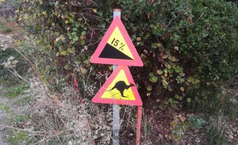 Πήλιο: Οι απίστευτες πινακίδες για καγκουρό και καμήλες! Πως φτάσαμε σε αυτές τις εικόνες