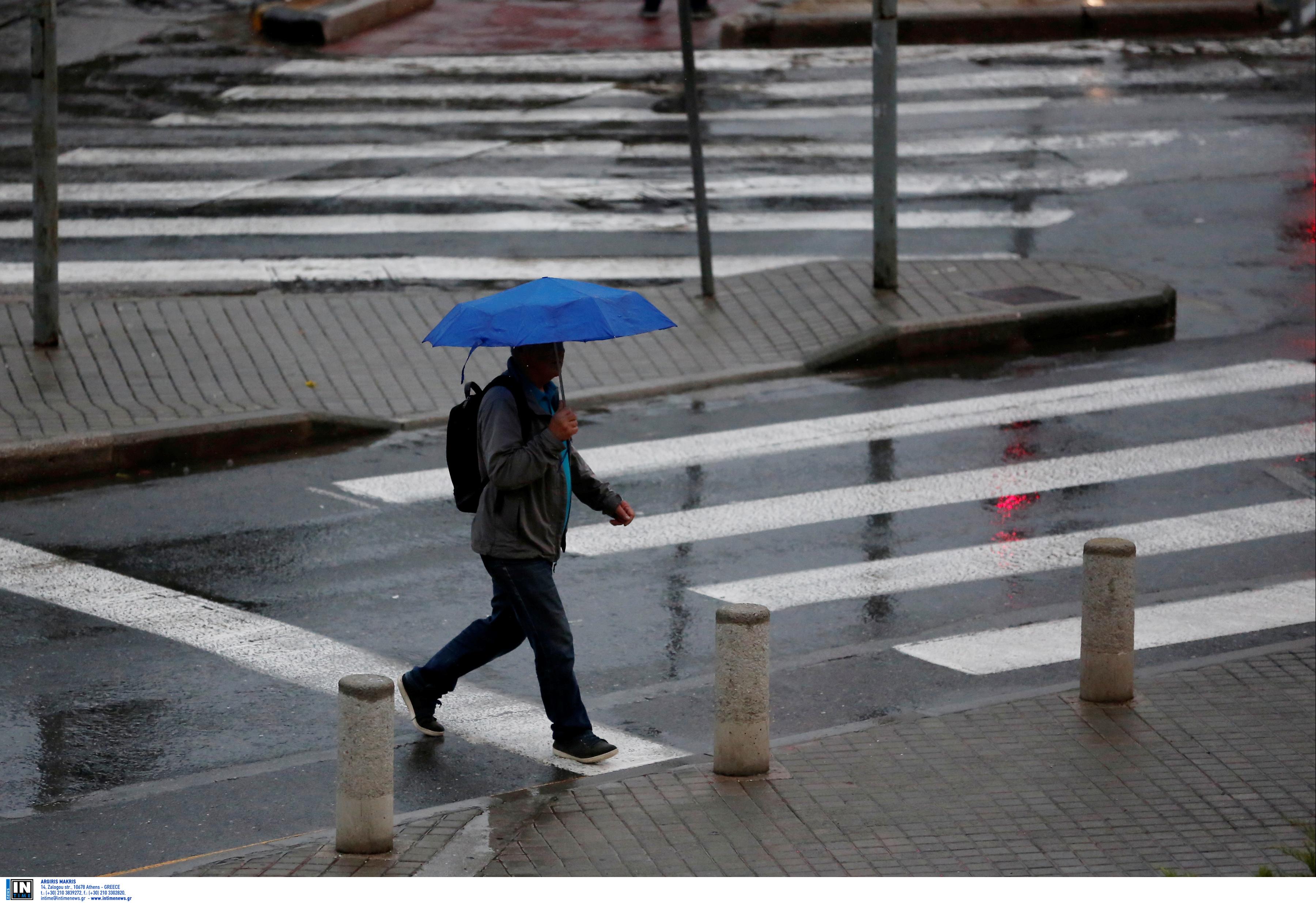 Καιρός αύριο: Τοπικές βροχές και μικρή άνοδος της θερμοκρασίας