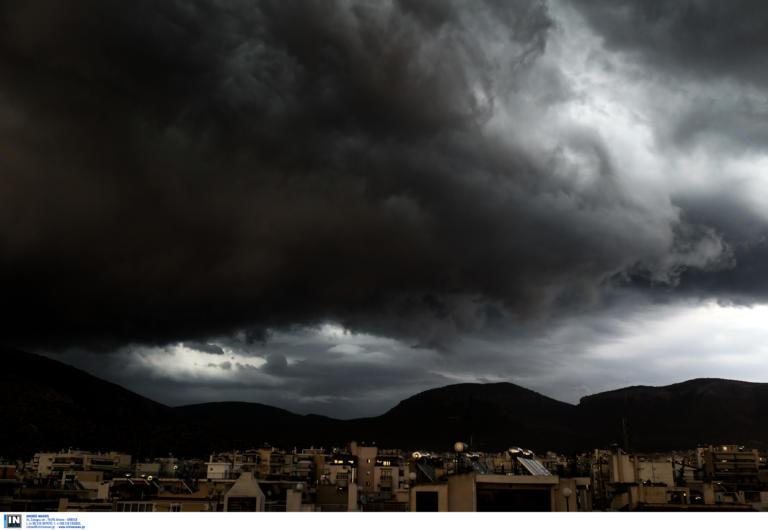 Καιρός: Αυτό είναι το σύννεφο που έφερε την  ισχυρή καταιγίδα στην Αττική (video)