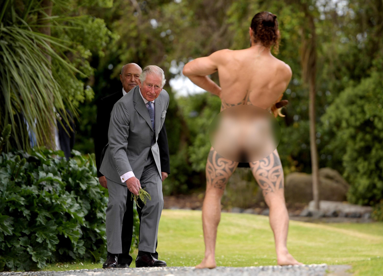 Τα... είδε όλα ο πρίγκιπας Κάρολος! Η συνάντησή του με γυμνό Μαορί και η έκφραση του προσώπου του