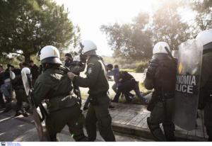 Επεισόδια στο Καβούρι – Συγκρούσεις των ΜΑΤ με φοιτητές – Άνοιξε η Ποσειδώνος