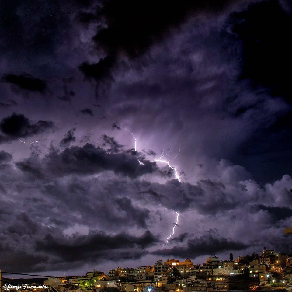 Κρήτη: Κόβουν την ανάσα οι φωτογραφίες με τους κεραυνούς που «σκέπασαν» το νησί!
