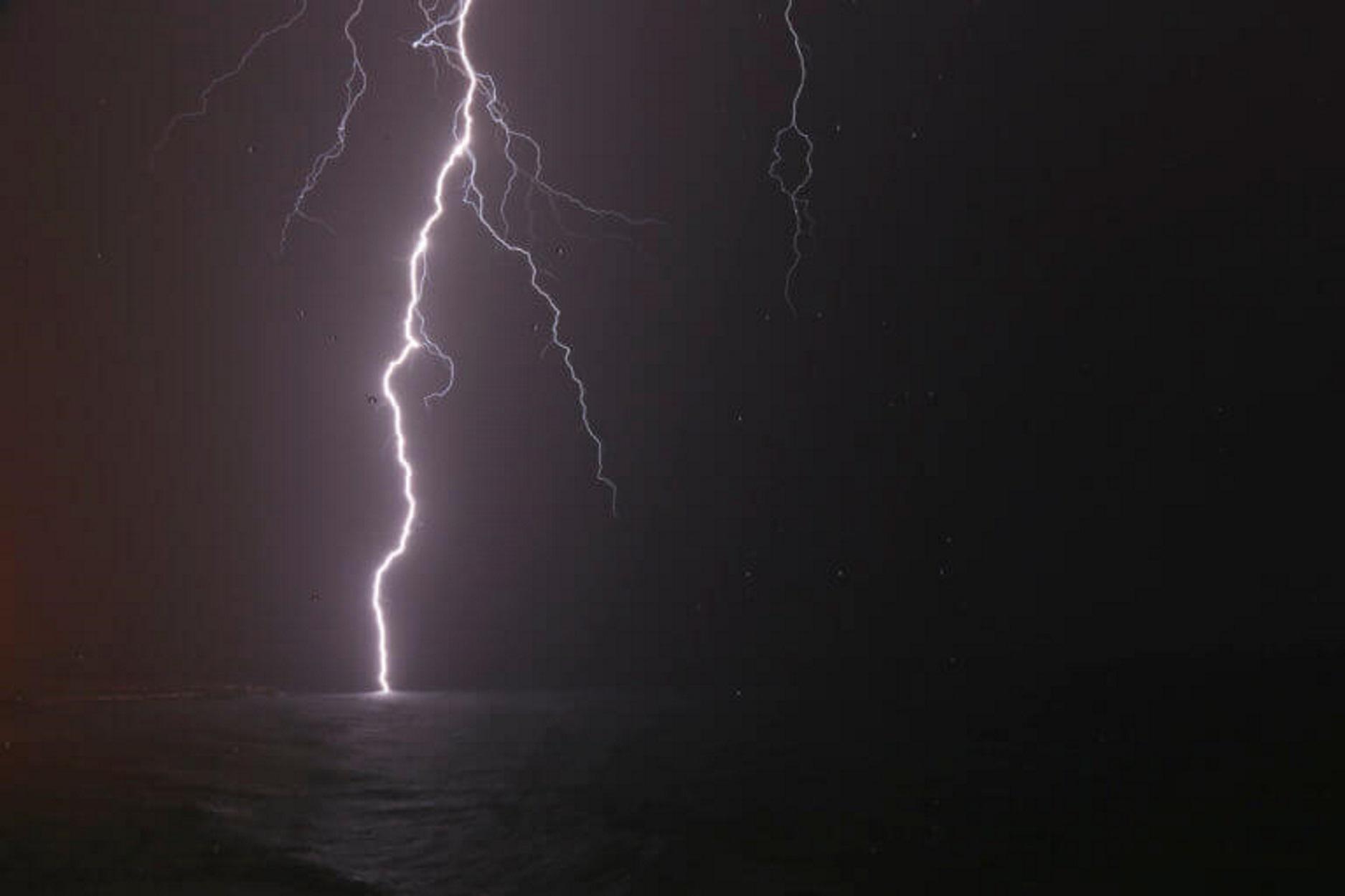 """Τα ρεκόρ του φοβερού και τρομερού """"Γηρυόνη"""": Χιλιάδες κεραυνοί, ωκεανοί βροχής και τρελοί άνεμοι χτύπησαν την Ελλάδα!"""