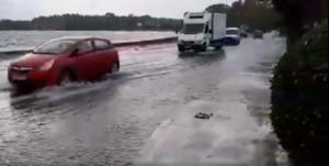 """Έφτασε η """"Βικτώρια""""! Ισχυρή βροχή στην Κέρκυρα – Παρασύρθηκε αυτοκίνητο! video"""