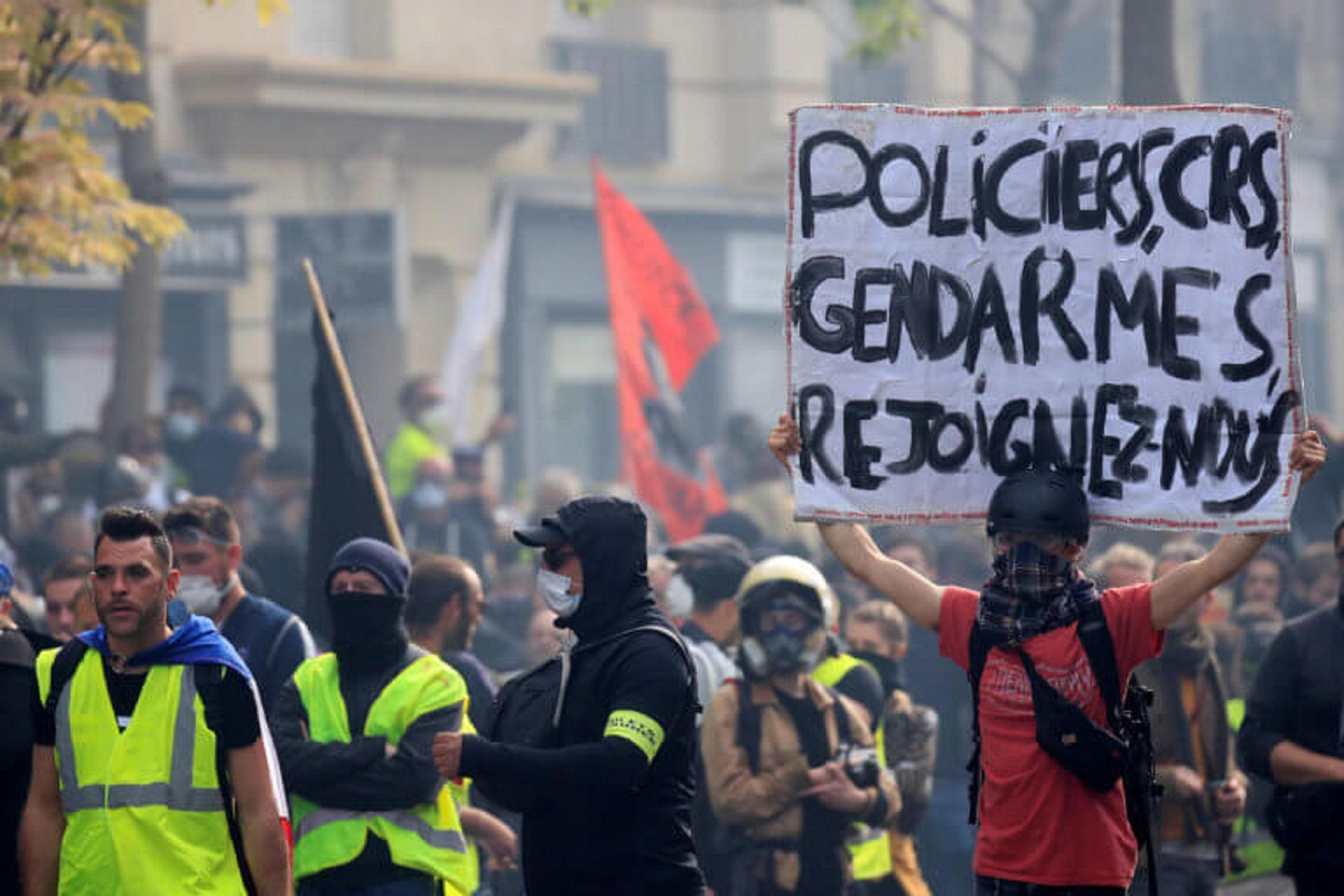 Ένας χρόνος Κίτρινα Γιλέκα – Απαγόρευσαν διαδήλωσή τους οι αρχές