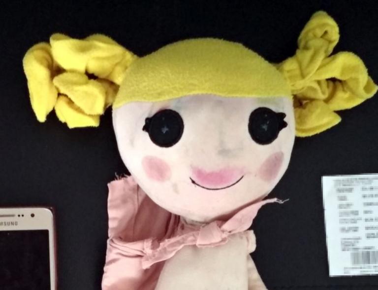 Κως: Ήταν πολύ μεγάλη για να κρατάει συνεχώς στα χέρια της αυτή την κούκλα – Το μυστικό που έκρυβε [pics]