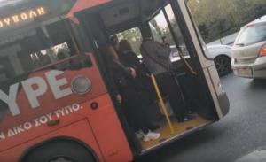 Θεσσαλονίκη: Λεωφορείο συνεχίζει με ανοιχτή την πόρτα – Η απόφαση του οδηγού και οι πιο άτυχοι επιβάτες – video