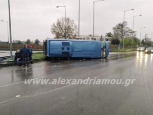 Ημαθία: Ανατροπή λεωφορείου στην έξοδο προς Εγνατία – Αυτοψία στο σημείο του ατυχήματος [pics, video]