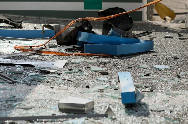 Κολωνός: Εισβολή με αυτοκίνητο σε κατάστημα πασίγνωστης πιτσαρίας