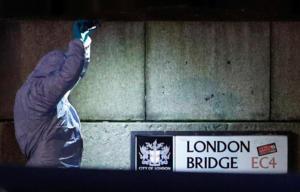 """Λονδίνο: """"Ο ύποπτος είχε πάνω του ψεύτικο εκρηκτικό μηχανισμό""""!"""