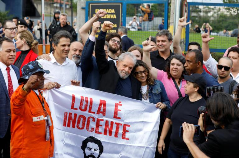 Βραζιλία: Αποφυλακίστηκε ο πρώην πρόεδρος της χώρας Λούλα ντα Σίλβα