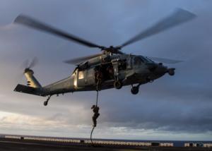 Η ακραία εκπαίδευση των Αμερικανών πεζοναυτών! Κάνουν το «ανεβοκατέβασμα» από ελικόπτερο να μοιάζει παιχνίδι [pic]