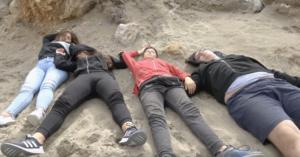 Κρήτη: Τα αδιόρθωτα χάλια της Παιδείας πίσω από αυτή την εικόνα με τους πεσμένους μαθητές – video