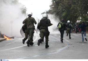 Xημικά και μολότοφ στο μαθητικό συλλαλητήριο στην Αθήνα – video