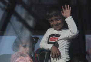 Λάρισα: Ολοκληρώθηκε ομαλά η μεταφορά προσφύγων στην Άνω Σωτηρίτσα – Θα μείνουν σε ξενώνα του χωριού!