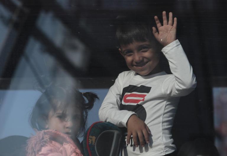 Σε Σκαραμαγκά και Σχιστό πρόσφυγες από την Πλατεία Βικτωρίας