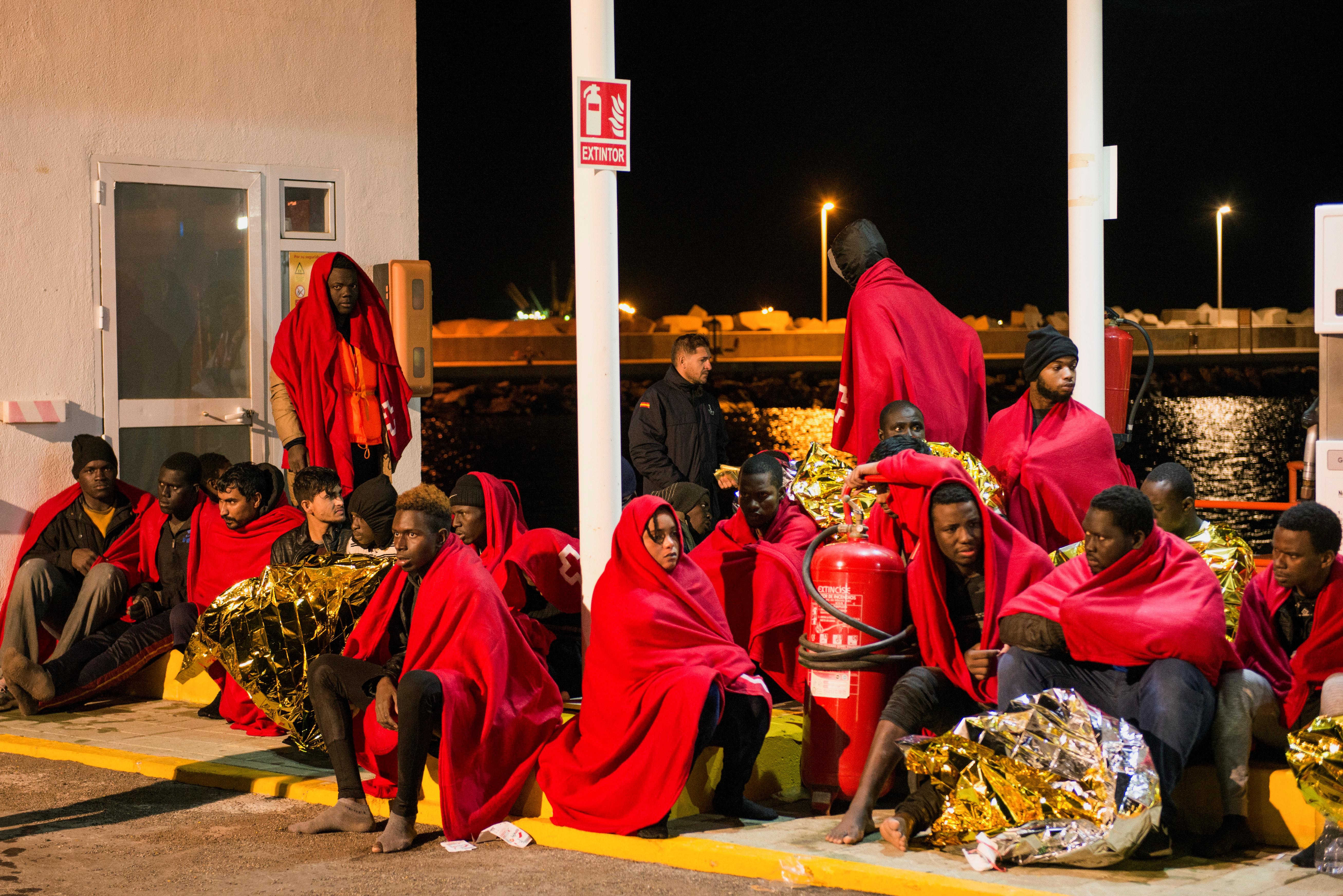 Ισπανία: Νεκροί τέσσερις μετανάστες – Αγωνία για 16 αγνοούμενους μετά από ανατροπή σκάφους