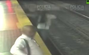 Μπουένος Αϊρες: Άνδρας «κολλημένος» με το κινητό του έπεσε στις ράγες του μετρό