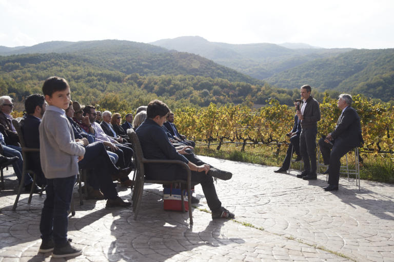 """Μητσοτάκης: """"Επιστρέφεται στους οινοπαραγωγούς ο ειδικός φόρος κατανάλωσης στο κρασί""""! video"""