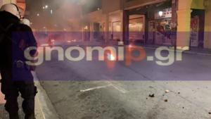 Πάτρα: Επεισόδια με βόμβες μολότοφ και δακρυγόνα – Οδομαχίες στο κέντρο της πόλης – video