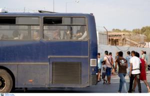 113 αιτούντες άσυλο μεταφέρονται από τη Μόρια στον Πειραιά