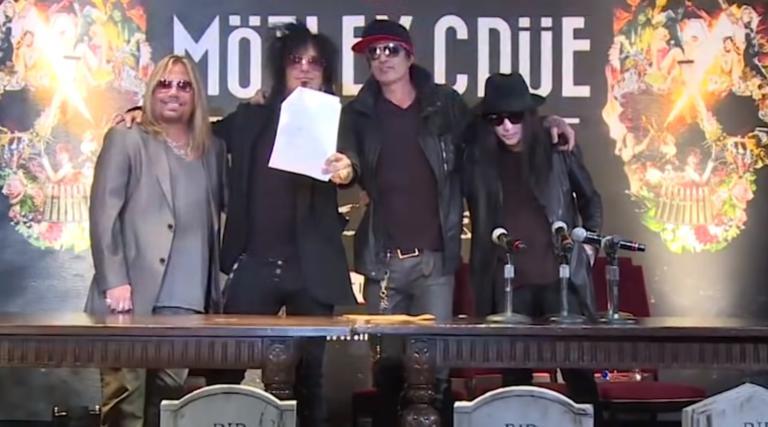 Ο κόσμος θέλει… Mötley Crüe και το δείχνει! video