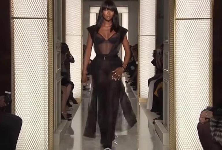 """Ναόμι Κάμπελ: """"Άκυρο"""" σε επίδειξη μόδας μόνο με μαύρα μοντέλα!"""