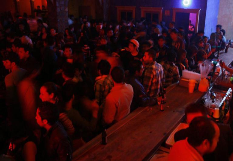 Έφοδος της ΕΛ.ΑΣ σε κλαμπ γεμάτο κόσμο στο Γκάζι το βράδυ του Σαββάτου