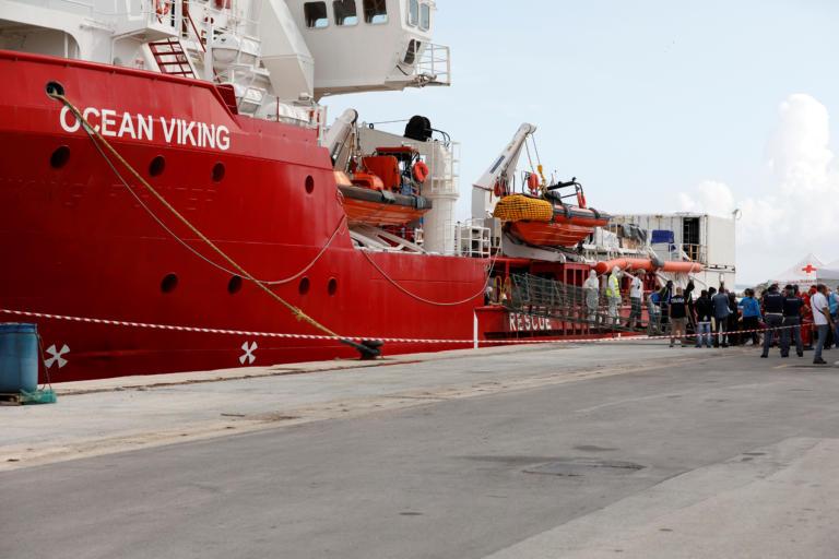 Ocean Viking: Διέσωσε 422 πρόσφυγες και πλέει προς τη Σικελία