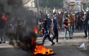 """Παλαιστίνη: """"Ημέρα οργής"""" στη Δυτική Όχθη! Χιλιάδες παλαιστίνιοι στους δρόμους κατά Ισραήλ και ΗΠΑ"""