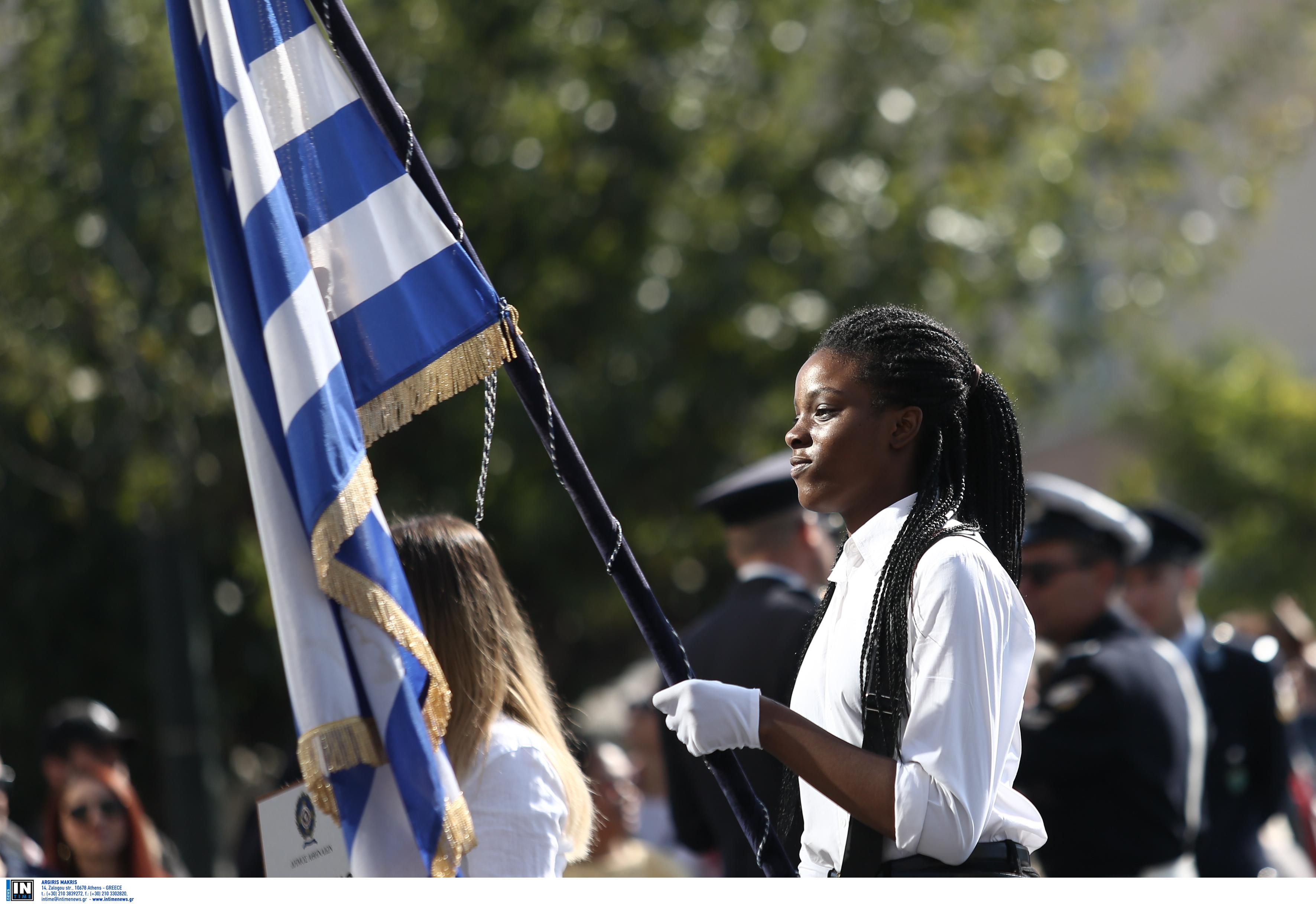 Συγκινεί η 17χρονη σημαιοφόρος από τη Νιγηρία! Οι ελπίδες, τα όνειρα και η πίστη στο Θεό!