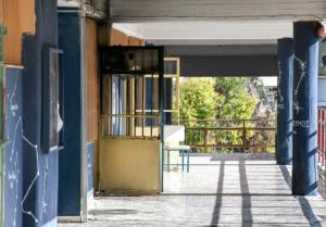 Τρόμος για γονείς και μαθητές από τις επιθέσεις στα σχολεία