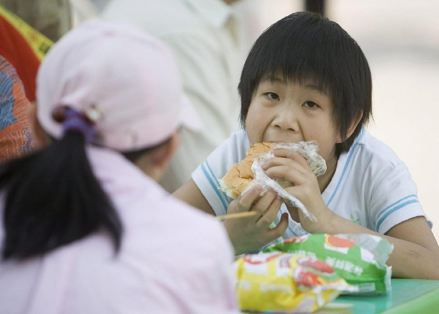 Τα μοναχοπαίδια κινδυνεύουν περισσότερο να γίνουν… παχύσαρκα