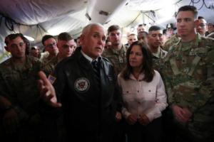 Ο αντιπρόεδρος των ΗΠΑ Μάικ Πενς επισκέφθηκε αμερικανικά στρατεύματα στο Ιράκ
