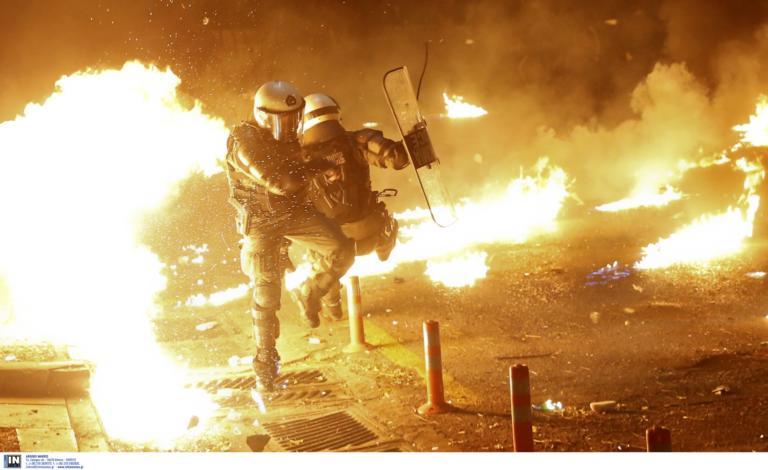Εξάρχεια: Επίθεση με μολότοφ εναντίον αστυνομικών!