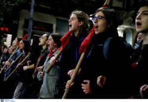 Μυτιλήνη: Μαζικές πορείες για την επέτειο του Πολυτεχνείου – Συνθήματα έξω από τα γραφεία της ΝΔ!