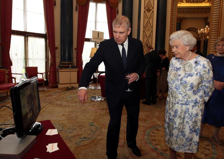 """Πρίγκιπας Άντριου: Έτσι τον """"έδιωξε"""" η Βασίλισσα Ελισάβετ – Ο ρόλος του πρίγκιπα Κάρολου"""