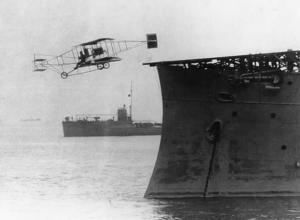 """Αυτός είναι ο """"πρωτοπόρος αεροπόρος"""" που άνοιξε τον δρόμο για τα… αεροπλανοφόρα!"""