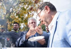 Διαβατά: Κι ο Ψωμιάδης στο ρατσιστικό μπάρμπεκιου – Μαζί του ο ΓΓ του Συνδέσμου Σύρων!
