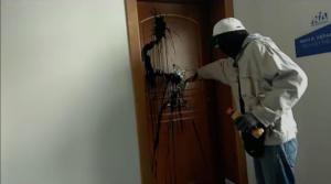 Ρουβίκωνας: Καταδρομική με μαύρη μπογιά στο γραφείο της Κεραμέως – video