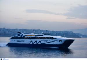 Μύκονος: Η μανούβρα του καπετάνιου στο λιμάνι δεν έγινε τυχαία – Το καπνογόνο και τα κορναρίσματα οδηγών – video