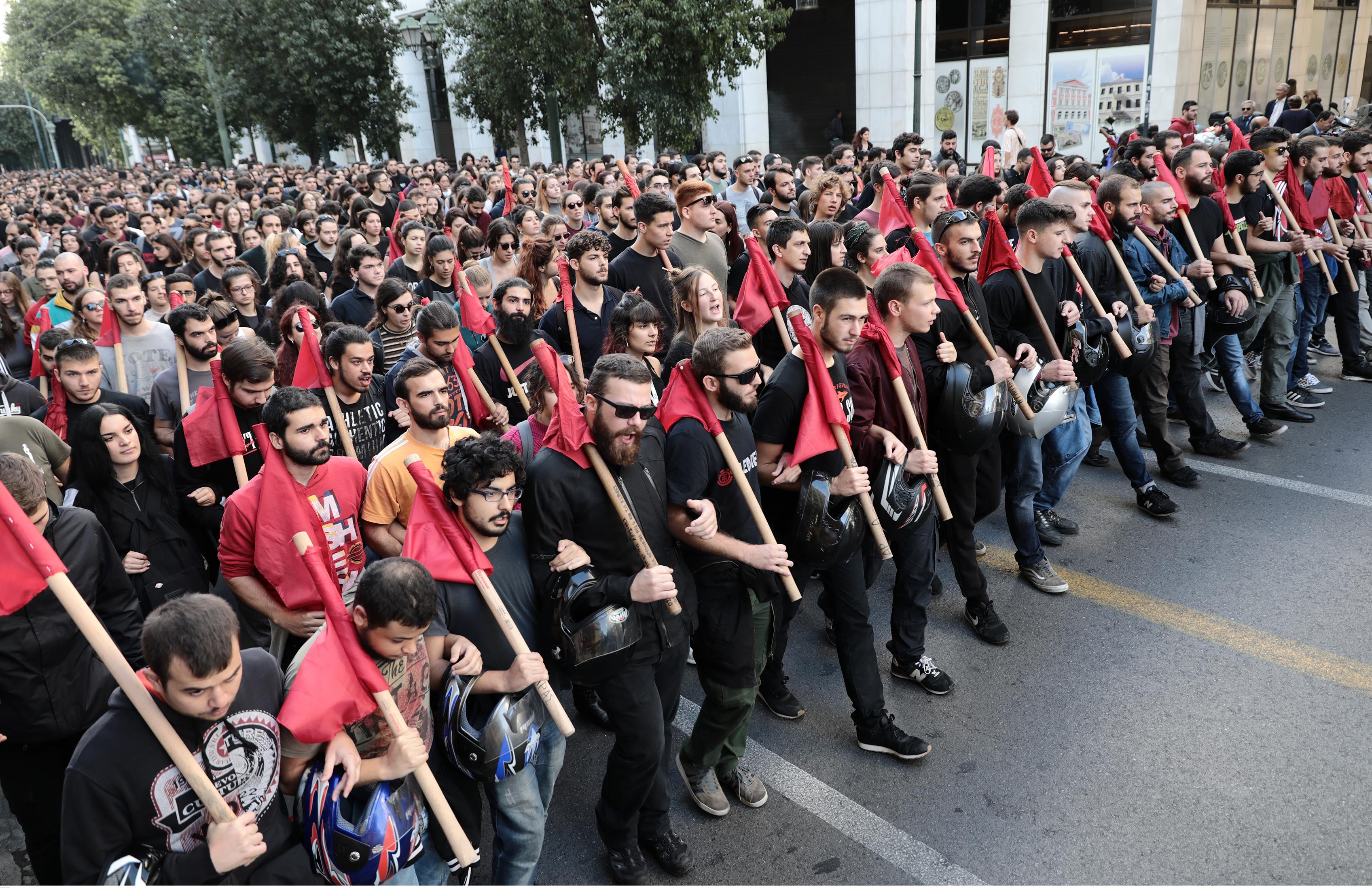 Φοιτητικό συλλαλητήριο στην Αθήνα ενάντια στην κατάργηση του ασύλου - Επίθεση σε δυο καταστήματα [pics]