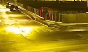 Ρωσία: Video ντοκουμέντο! Η στιγμή που ο Σοκόλοφ πετάει το πτώμα στο ποτάμι