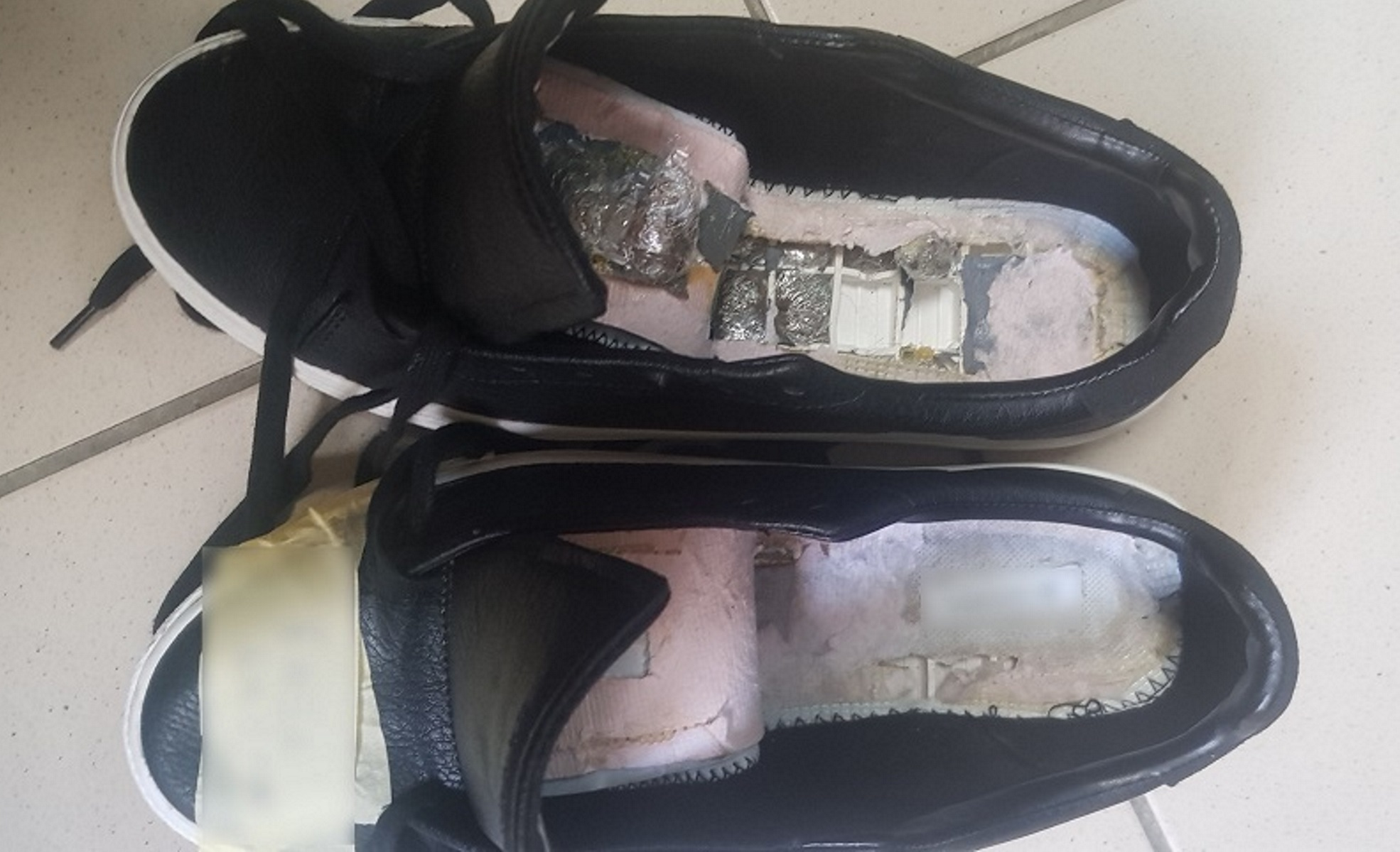 Χανιά: Οι σόλες των παπουτσιών έκρυβαν ναρκωτικά! [pics]