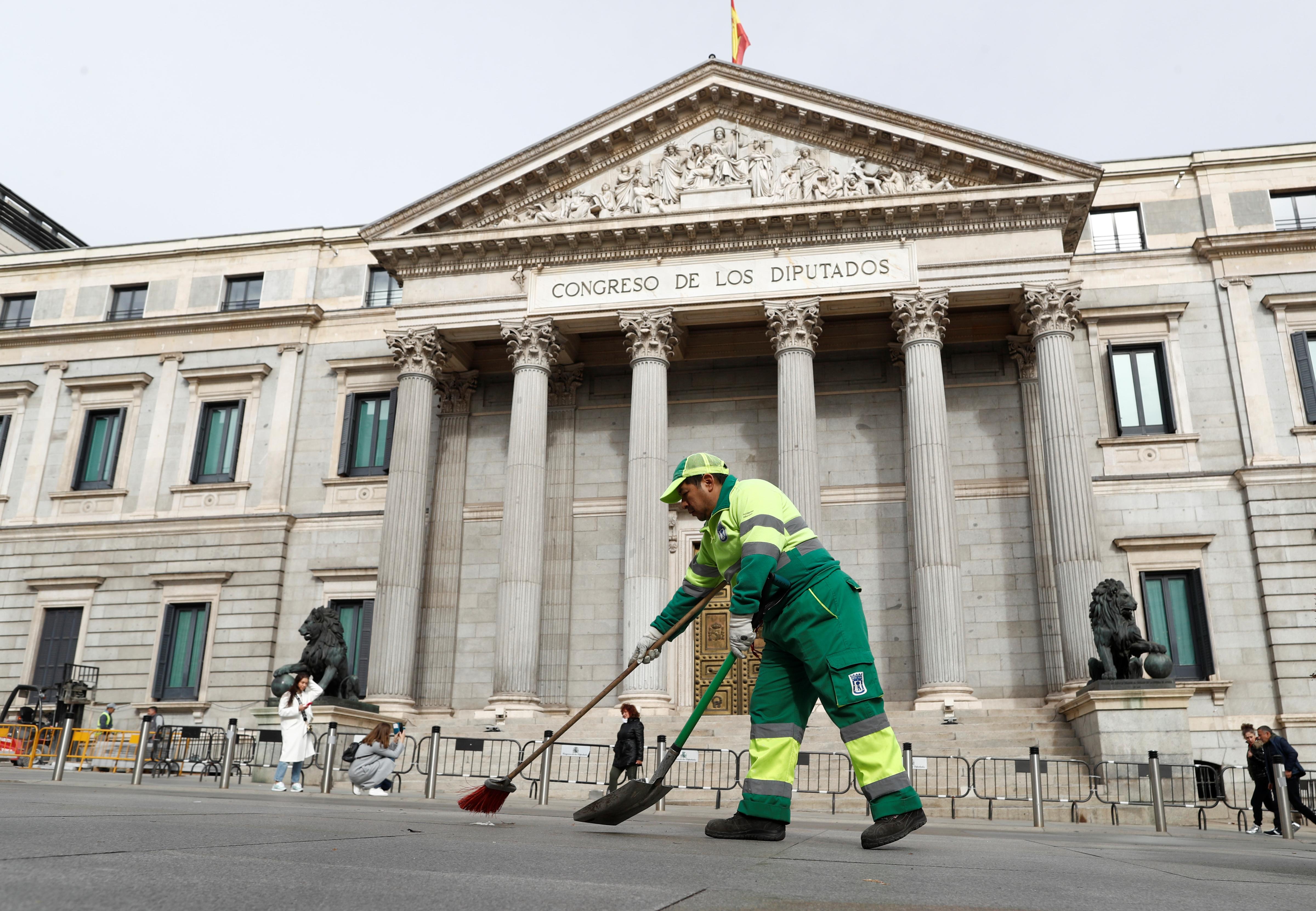 Οργή λαού στην Ισπανία! Δικαστήριο έκρινε νόμιμη απόλυση λόγω αναρρωτικής άδειας