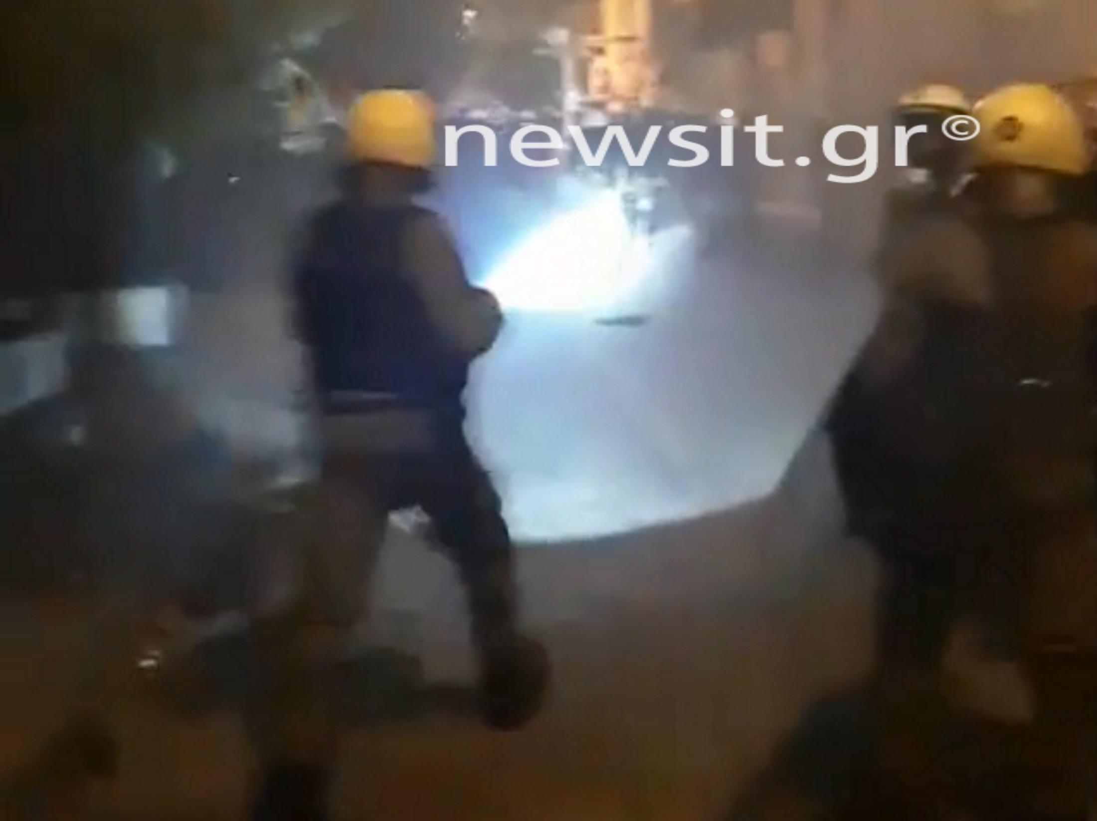 Πολυτεχνείο: Ξύλο, συλλήψεις και προσαγωγές στα Εξάρχεια! video, pics